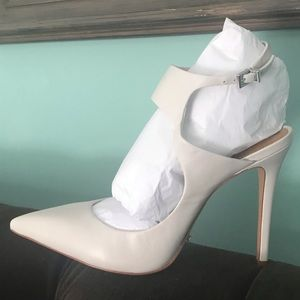NIB Schutz White Leather Size 10 Pumps